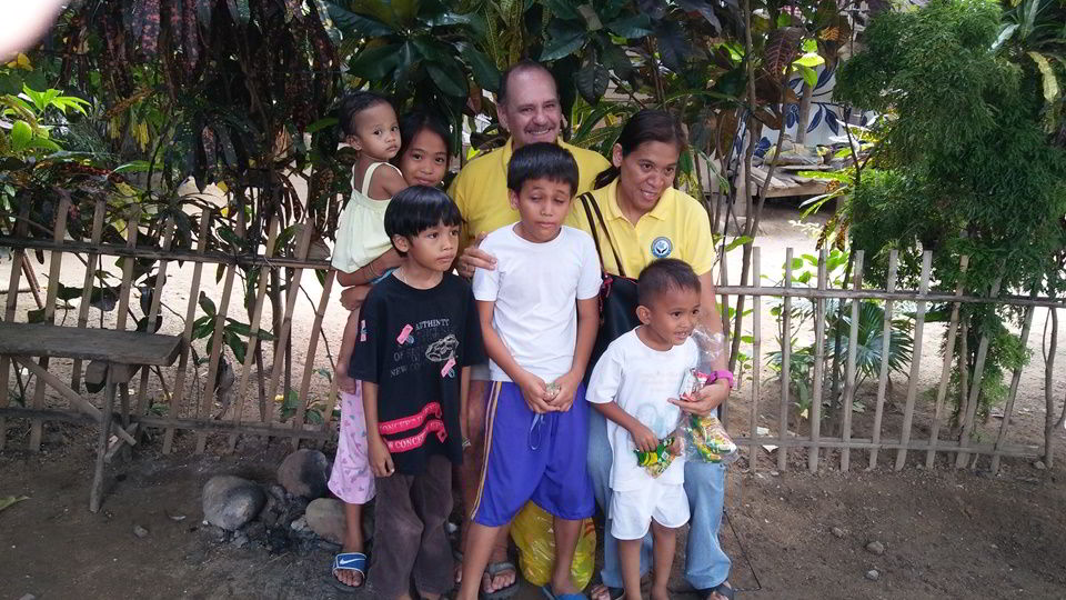Ron Brown and Gigi Brown with the children at Sitio Kasagingan Tanjay City