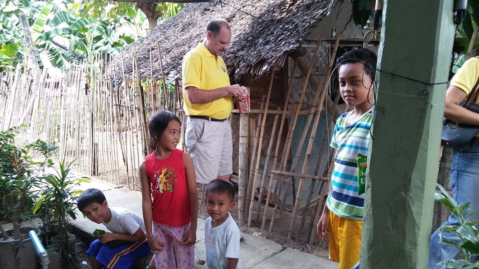 Ron with some of the children of Sitio Kasagingan, Tanjay City