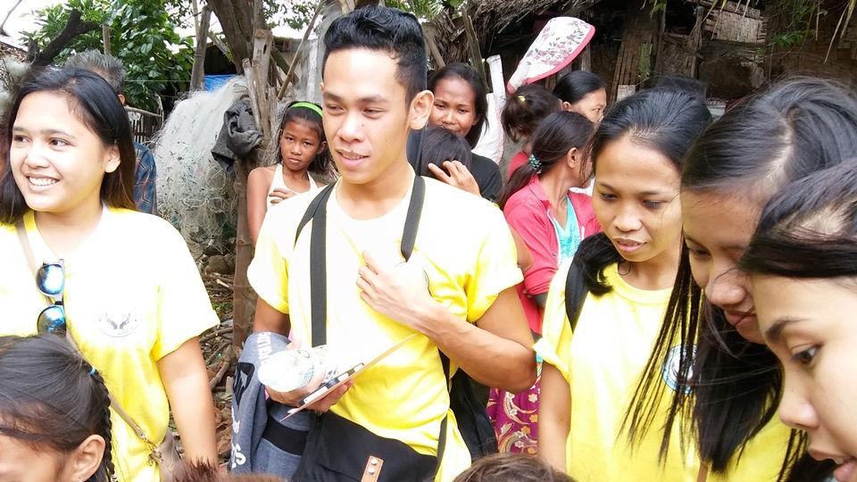 CEA volunteers interacting with Sitio Baybay children