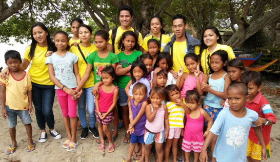 Volunteers with the Sitio Baybay children